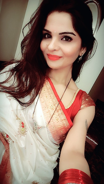 #karwachauth #karwachauthselfie #red #redlipstick #redlipstick #anikamkhara #anikakhara #imageconsultant