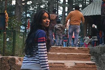 way to temple...! #manalidiaries #roposolove #himachaldiaries #beautyaddict #max #winterwear #himachaldiaries #naturekepass #dhanaulti #lake #musafirchannel #travel-diaries #musafir #twinklewithmystyle #glitter #naturekepass