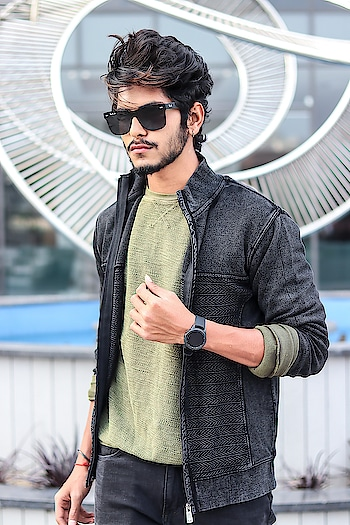 Grasping my party look with @brandfactoryind . . Shot by - @callisto_studio . .  @whatstheword.co . . #thestyledweller  #tsdfam #tsdstyle #wordinfluencer #BrandFactory  #Discounts365Days #partylook #mensfashioninfluencer  #mensfashion  #fashion #trend #instafashion  #style #influencer  #blogger #black #shade #suratblogger  #suratinfluencer  #indianblogger  #indianinfluencer  #india #surat