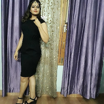 When you are trying out your mom's jewellery. Today, for a change I wanted to wear Indian jewellery with this little black dress.  So, is it a yay or nay?  #style #styleblogger  #indowestern  #indian  #indianjewellery  #lbd  #littleblackdress  #vagsnrags #ipsitaa  #insta  #instagram  #instagood  #instabeauty  #instadaily  #instalove  #marsplayco #marsplay  #myprojecteve  #campusbloggers  #truccostyle #forever21 #forever21india