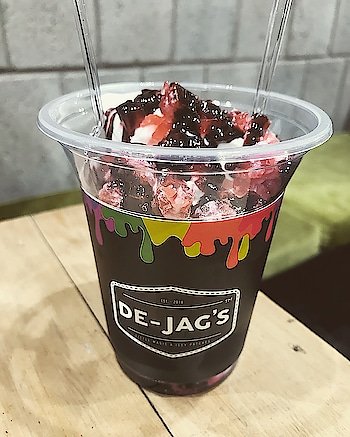 DE-JAG'S Adam's red velvet, black forest, uniquecorn, pink tea, caramel toffee cake . Adam's red velvet shake was average . Black forest sundae was also good👍🏻 . Uniquecorn swirl was great👌🏻 . If u want to try something new then must try their pink tea👍🏻 . Lastly we want to thank DE-JAG'S for the complimentary toffee cake which was really awesome ❤️ . The ambiance was good . The staff was really helpful👍🏻 . Recommended ⭐️⭐️⭐️⭐️ . #dejags #greatservice #chdfoodblogger #chdfoodies #loveforfood #greattime #fooddiaries #livelifebetter #goodfood #sweetooth #loveforsugar