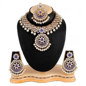 Make a stylish statement with this stunning kundan choker necklace set from WedLista.com.  Product Code: O120300  #WedLista #FashionForWeddings