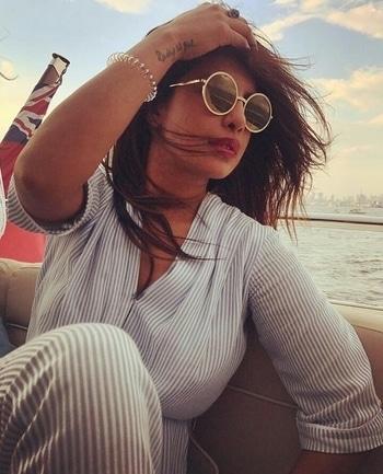 @priyankachopra enjoying boat ride. . . #PriyankaChopra #priyankachoprafans #bollywoodstyle #celebritystyle #bollywood #abcosmetics  . . @ab_cosmetics.in💛 #celebrityfashion