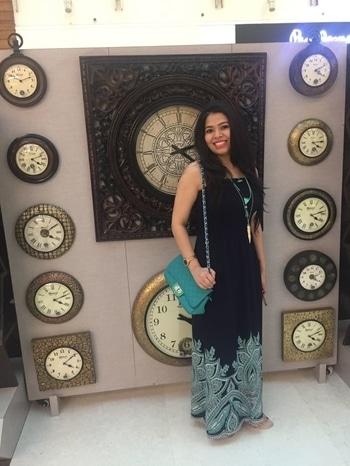 #longhair#longmaxidress #positivity #festivevibes #festivemood #moviedate #different-is-beautiful #ropsofashion #so-ro-po-so #good-time #smilingface #bffsforlife #fancy purses #bohochic #bohofashion #greens #blue-coloured #longchain #new-style #different-is-beautiful #createyourstyle #lovemyself