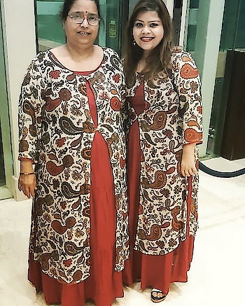 Twinning with Maa... feat @mustard_fashion ❤️ #hercreativepalace #influencer #kanikasharma #hercreativepalace #twinning #withmom #fashion #mustardfashion
