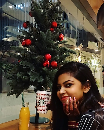 We are better throughout the year for having, in spirit, become a child again at Christmastime🎄😊  Love the ambience @starbucksindia @starbucks @starbucksmumbai   #devkidhuria #thesnazzydiva #starbucksindia #starbucks #christmas🎄 #christmasvibes #christmasdecor #starbuckschristmas #roposo #roposolove #roposolike #roposostyle #roposochristmas #roposofollow