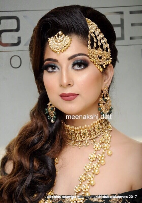 Begum look Created by #meenakshidutt #meenakshiduttmakeoversdelhi #makeupartistindia #makeupartistdelhi #bridalmakeup #bridalmakeupartistindia #muadelhi #muaindia #weddingmakeup #bridallook #makeuptrends2017 #hairandmakeupartist #hairandmakeupstudio #eye-makeup #makeupacademydelhi #professionalmakeupartist ##professional makeup artist &hairstylist   #makeup