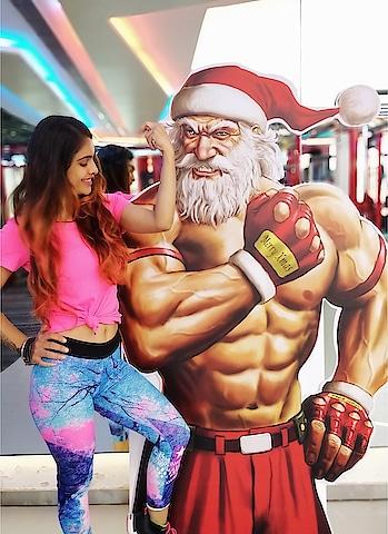 This Year SANTA BE LIKE , NO LIFT NO GIFT 🎅🎅 🎁  : Posing with Super Amazing , Super Cool and Super Fit Santa 🎅 at my Gym @48fitnessclub 🙌  : #morning #gymdiaries #gymclick #gym #posing wid #fitsanta  #santabelikenoliftnogift #fitnessadict #fitnessgoal #fitnessmotivation #fitfam #fitnessjourney #fitnessforlife #fitgirl #gymmotivation #gymtime #gymlife #stayfit #christmas #santaclaus #48fitness #nehamalik #model #actor #blogger #xoxo