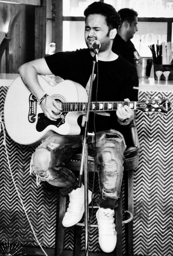 On the stage .. #live #performance #singer #musician #borntoshine