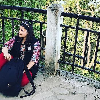 The traveller in me is still alive #hercreativepalace #Shillong #travel #traveller #trip #likeapro #blogger #kolkatatoshillong #poser #shillongpoint #kanikasharma #delhi #india #hcpkanika