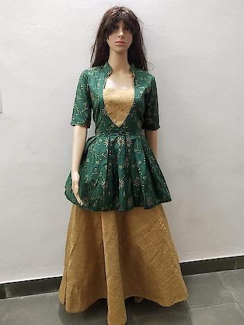 #skirt #golden #brocade #peplum #frill #cotton #printgolden #stylish #newlook #trending #festive #angsh #jaipur #designer #collection Dm to order😊