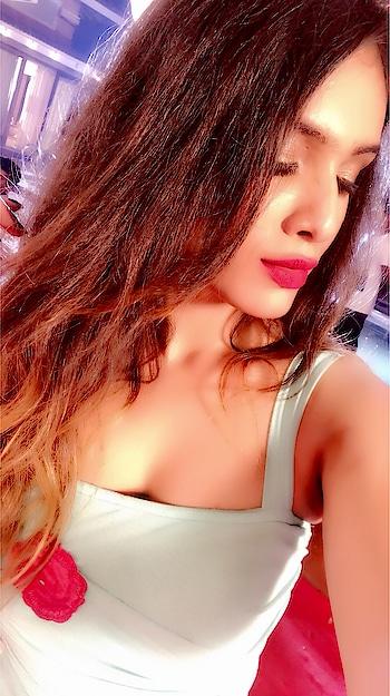 Don't Be  Afraid To Sparkle ⚡️💫💥😍 : #sparkling #beauty #sparkle #shine #glam #glamglow #glowing #shinning #beautiful #sparklers #shinebright #shinebrightlikeadiamond #diamondlife #dontbeafraid #keepshining #glowup #nehamalik #model #actor #blogger