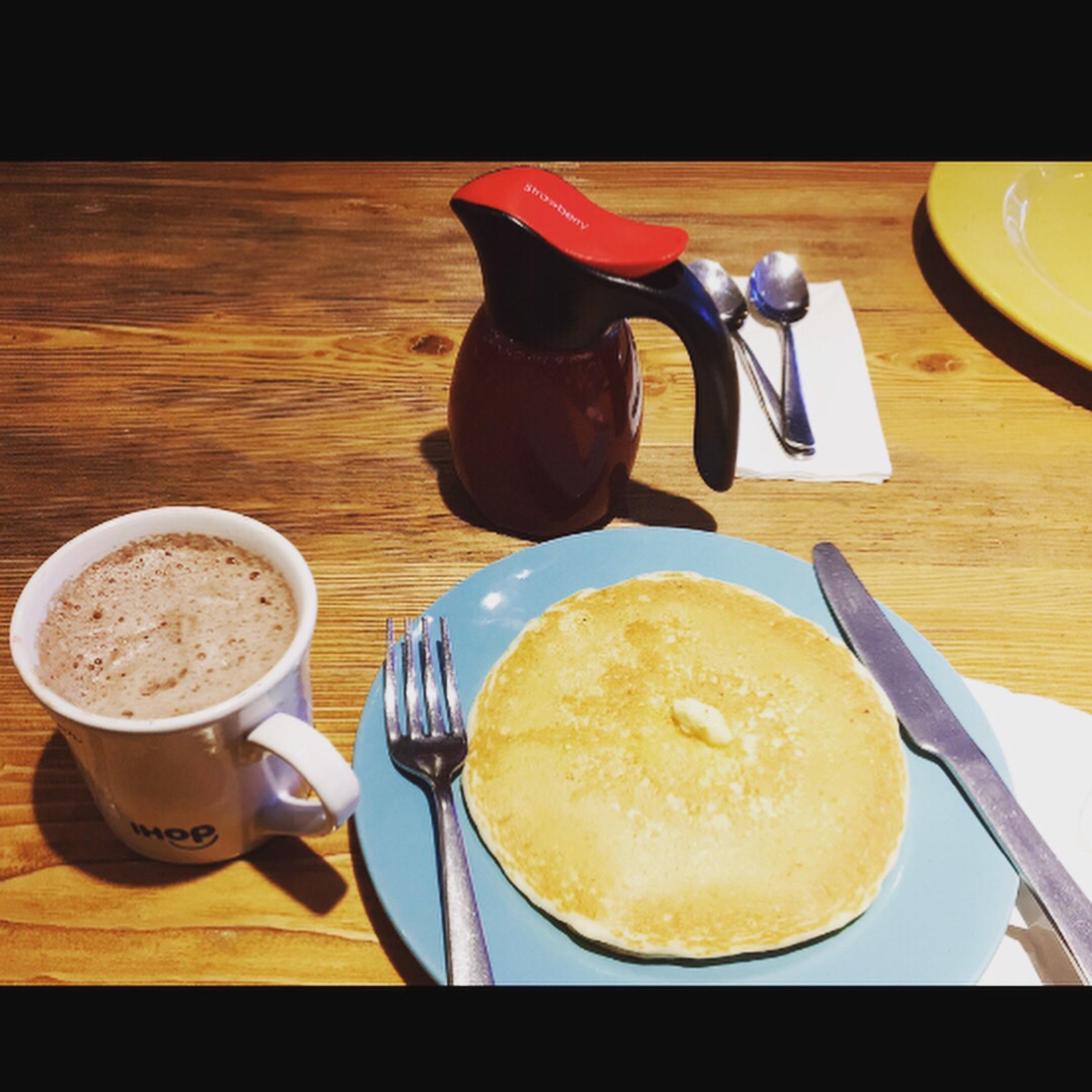 My kind of breakfast! 🥞😋 #breakfast #pancakes #coffee #lifestyleblogger #createbrain