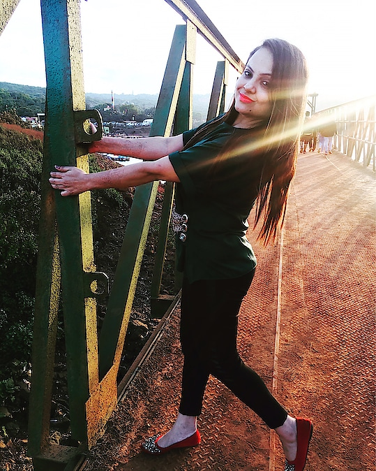 """It's always beautiful to find calm in the chaos "" : : :  #travelinglady #sheistravelling #punebloggers #punekar #wanderlove #shetravels #indiantravelgram #wanderlust #punetravelblogger #indiantravelbloggers #travelblog #travelphotography #sunsets #goldensun #travelrealindia #mahableshwardiaries #travelmore #travelphotography #puneblogger #beautifuldestinations #travelvlogger #indiantravellers #travelandexplore #welivetoexplore #fashionblogger #punefashionblogger #roposoblogger #roposotravelling #roposotraveldiaries #roposo-photoshoot #soroposoblogger #soroposodaily"