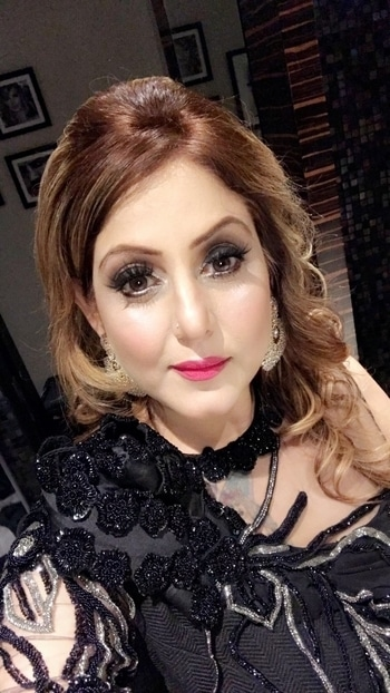 Self makeup and Cocktail Black Dressing #meenakshidutt #meenakshiduttmakeoversdelhi #muadelhi #muaindia #makeupartistindia #beautyexpert #salonowner #hairandmakeupacademy #makeupstudio #makeupartistdelhi
