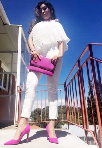@roposotalks @roposocontests #somethingilove #SomethingILove Well, I've got all my fave pieces from my wardrobe! Couple of things I #LOVE .The #White #Jeggings #fuchsia  #pointy #pumps and fuchsia #clutchbag I #heartwhite and #heartfuchsia Plus all these three items screams class and elegance! #soroposo #roposogal #roposocontest