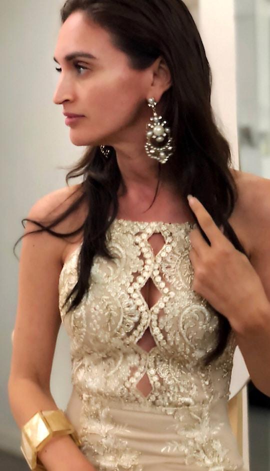 Mrs Hongkong World 2018 wearing Mona Shroff Jewellery earrings and bracelet for an event.