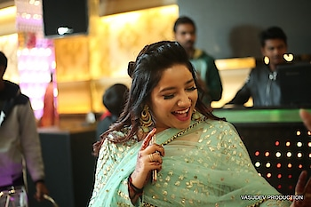 Darling shine dat's all ✨ #roposo #soroposogul #soroposolove #rangolichannel #candidshot #ethniclove #bestiesengagement #dancelover #delhi #happysoul #positivevibes #livelovelaughlearn 😍