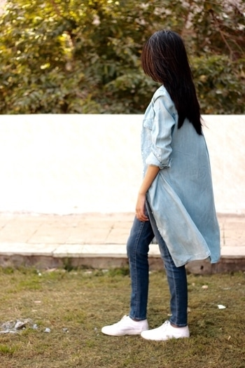 Just another day wearing #DenimOnDenim 💃🏻🙋🏼 . . #howilikeit #howilikeitjournal #fashion #fashionblogger #blogger #delhiblogger #denim #denimshirt #denims #blue #denimondenimtrend #white #denimoutfit
