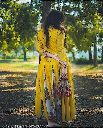 लम्हे ये सुहाने साथ हो न हो,  कल में आज ऐसी बात हो न हो,  आपसे प्यार हमेशा दिल में रहेगा,  चाहे पूरी उम्र मुलाकात हो न हो।  #classifiedbird #bloggershoot #women-fashion #indianlook #ethnic-wear #bloggersofindia #delhifashionblogger #delhibeautyblogger #delhiblog