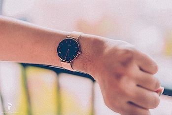 """Time is the most thoughtful gift of all. @danielwellington has the perfect watch and accessory if you want to stay classy and on time. Get 10% off on all gift sets & also Use my code """"HARSHITA15"""" for additional 15% off! ♥️ Photography by - @photogenic_production_s  #DW #Danielwellington #DWIndia #classic #watch #watchporn #watches #classy #stylist #watchesofinstagram #watchfam #blackwatch #wristporn #watchout #watchofinstagram #watchgeek #watchnerd #blogger #jaipurblog #jaipurfashionblogger #jaipurblogger #jaipurfoodblog #jaipurculture #mumbai #delhi #delhiblogger #jaipurmag #puneblogger #potraitphotography #harshitakasera♥️"""