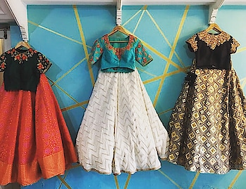 Let's play dress up!! #archithanarayanamofficial #designerwear #dressup #bridalwear #indianfashion #weddingoutfits #embellished #handembroidery #fashiongram #fashionista #detailtherapy #detailing #pretty #lehengas #bridalstories #letsplaydressup #croptops #duppatta