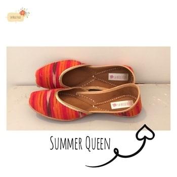 """Keeping it simple ""with our  SUMMER QUEEN juttis 💝😌 #DM to order yours ✌🏻 • We ship Worlwide • #summershoes #designerjuttis #lbfdesigns #jutties #summerqueen #orange #lbfdesigns #lbfbride #juttiswag #newpair #newstylealert #lbfjuttis🎀"