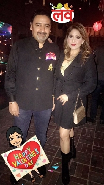 #valentinesday #love #valentinsnight #friends #selfie #roposodutts #roposolove #umeshdutt #meenakshidutt #picoftheday #❤❤🥂🌹🎉💃🏼🕺😘😘 #Love