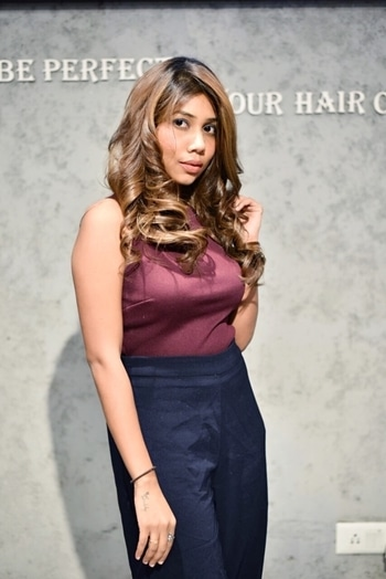 Yass! I absolutely Love My new Hair Color & I love this mochaShade ❤️🎀 . . A Big Thanks to @looksunisexsalon . . . Branch : Unity one Mall - Jankpuri west • Also Thanks To HairStylist - Gaurav for this Amazing Result ⭐️. . . . . PC : @himanshu_batra_photography . #newhaircolor #haircolor #mochahair #mochahaircolor #angelmstyle #fashionblogger #delhibeautyblogger #delhifashionblogger #indianfashionblog #makeupblogger #lookssaloon #newdelhi #newhair #lovemyhair #lovemynewhaircolor