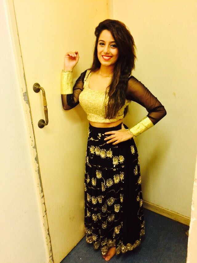 Before the show outfit... My favourite #blackandgold #black #gold #highwaist #beautiful #lehenga