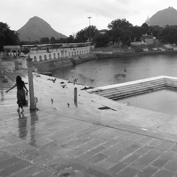 Live Free. I am proud marwari, from Ajmer, Rajasthan and this is my place place #jaipurghat #pushkarlake  #iamfromajmer #pushkar #serenè #hindu #holy #sacred #lake #blackandwhite #beautiful #photooftheday #photography #love #beautiful #rajasthan #increbleindia #travelgram