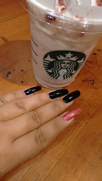 My Nails and my Drink☕💅