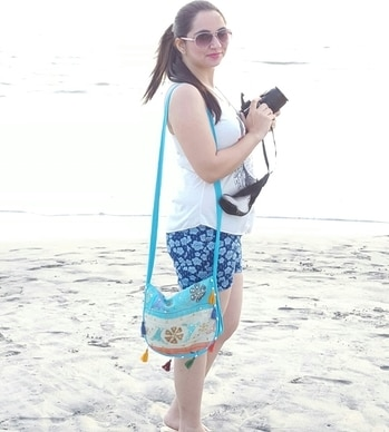 another travel pic ..in my cool printed hot pants paired  with a comfortable white top. n yes not to forget ..my blue embroidered sling bag n super cool sunglasses by #fcuk #travelwear #hotpants #swag #beachday  #embroideredslingbag