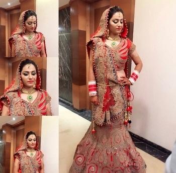 Traditional bridal look #cutcreaseeyemakeup #redlips #perfecthighlightingandcontouring #arubakhanmakeovers