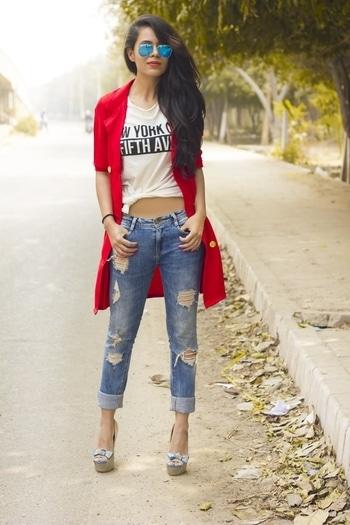 Red Overcoat!  #overcoat #lookbook #streetstyle #fashionblogger #lachicaloca #rippeddenims