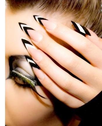 #plain #white-black #nail #color #chic n #trendy #nailart