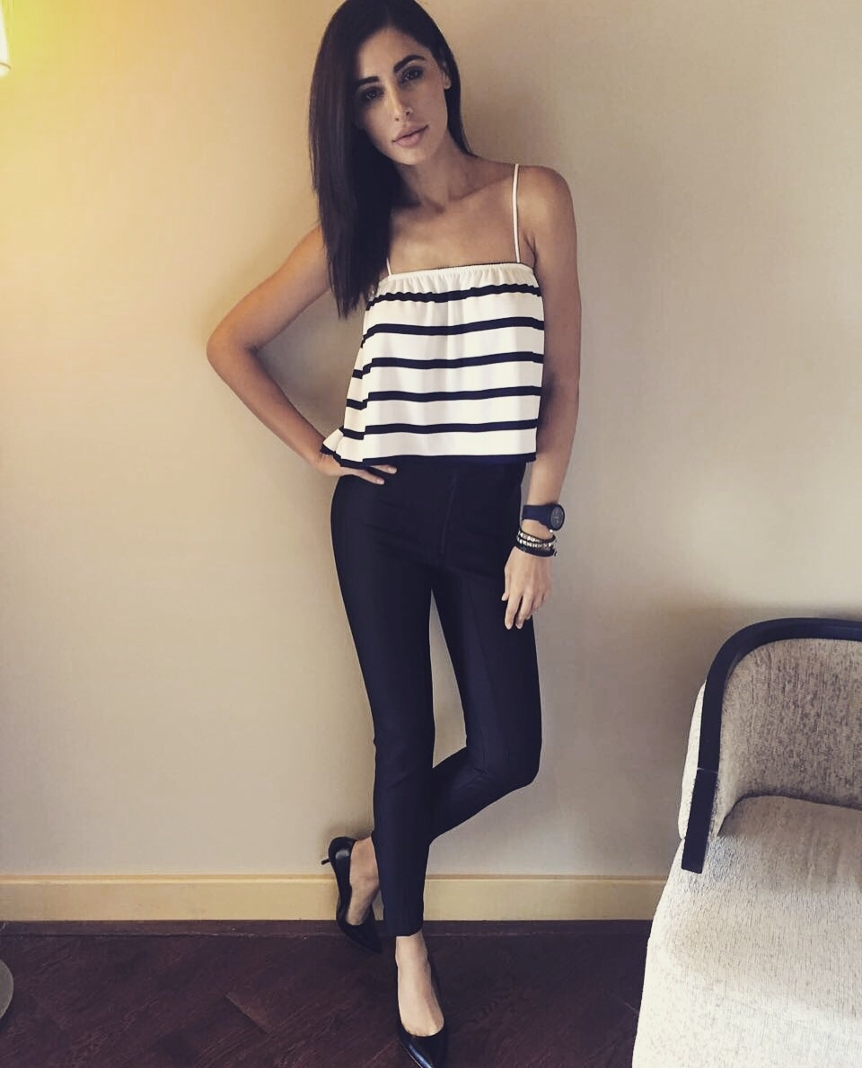 Look of the day! So casual yet sexy.