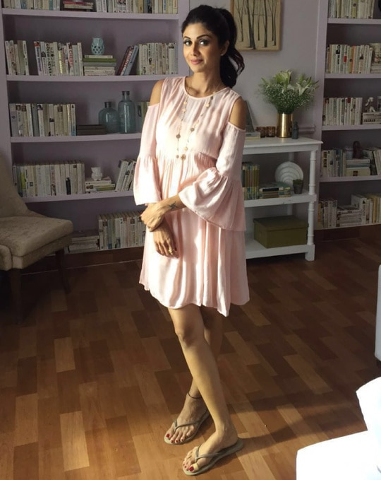 #SPOTTED Shilpa Shetty Kundra looking super cute in a KOOVS cold shoulder dress.