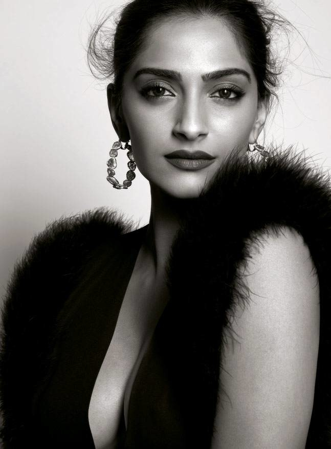 A very happy birthday to 'The first lady of fashion' Sonam Kapoor  From winning hearts with her performance in 'Neerja' to being the best dressed at Cannes, yet again and launching her app, she's only been making heads turn. We wish the birthday girl a lot more success and much love as she turns 31 today 😍🤗