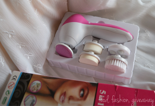 The 5-in-1 Facial Massager : A budget beauty gadget for all...!