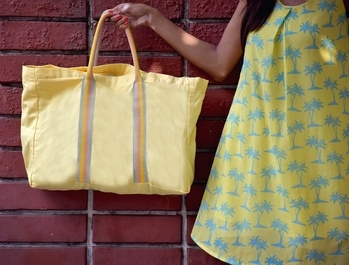 Getting #BeachVibes🌊 with this yellow tote bag from #Yolo's {Instagram: @yolobags.in} #BeachLife🏖 collection and my #🌴 printed dress 🙆🏻🙆🏻💛💛💛 Buy this bag on www.yolobags.in . . . #ClicChicxYoloBags #TheClicChic #IndianBlogger #IndianFashionBlogger #YoloBags #ToteBags #Beach #Life #Love #POPxoBlogNetwork #POPxoBlogger #FashionBlogger #ThatsDarling #TheBlogIssue #Kolkata #Delhi #Mumbai #Bangalore #Pune #KolkataBloggers #Ootd #Wiw #Times