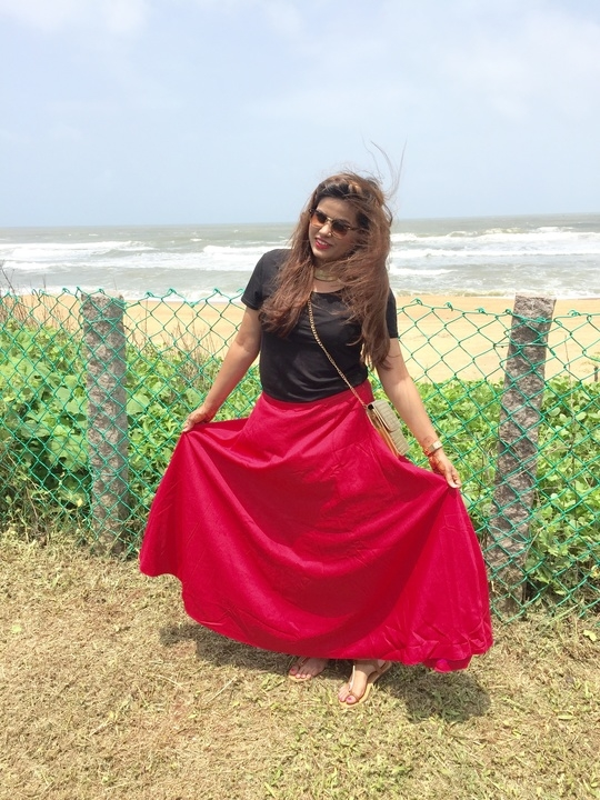 Cause red sets my mood! 😉 #skirts #red #goadays #traveller #taj #sea #hair #sunnyday