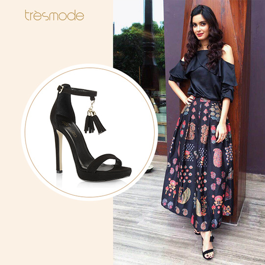 Diana Penty was seen at a recent event perfectly lady like in her long skirt and stylish stilettos by #Tresmode. Get this style on our brand new website here: www.tresmode.com #dianapenty #heels #black #blacklove #newarrivals #Tresmode