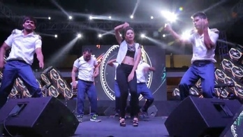 One of my #rehearsals  video from an #awards  #nite . Live stage. My only #passion #borntorule  #singer  #actress  #performer   #roposorishita  For showbookings whatsapp on +91.999.999.00.00 #performamance #performamance