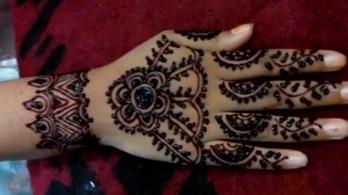 Latest innovative Back hand Mehndi (Henna) Design Tutorial for EID - Mantra  #awesomelook #fashionmoments #streetstyle #girls #beauty #fashion #fashionista #Mehndi #MehndiDesign #Henna Simple #mehandi designs #followme