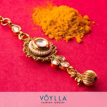 #DurgaPuja #Navratri must have. Invoke the Goddess within with this exquisite #kundan maang tika.  Explore: http://ow.ly/HVt1304l8k1 Jewelry Code:	100203  #voylla #jewelry #alwaysbeautiful #FestiveFever