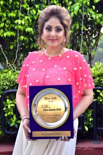 Got an IDiva award as the best preferred makeup trainer 2016 #meenakshidutt #meenakshiduttmakeoversdelhi #meenakshiduttstyle #makeupartistindia #makeupacademy #makeupartistindia #makeupartistdelhi #hairandmakeup #beautyexpert #salonowner  #makeup