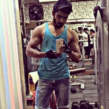 Big or Big? 💪 #body #fitness #gym #diet #aesthetics #vascularity #ripped #toned #lean #tall #biceps #supermodel #malemodel #trainhard #liftheavy #picoftheday #instasize #tagforlikes #tbt #thursday #iakashchoudhary #mensphysique #sexy #hot #internationalmodel #gymrat #mirrorselfie #menonroposo #soroposo #roposome
