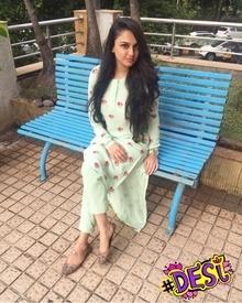 Suiting Up! Because I Love Indian!!! Outfit: CuriousByJeenaGupta Watch: MichaelKors Mojris: SantaCruz Market Earrings: Grandmother's ❤️ #desi #kurtas