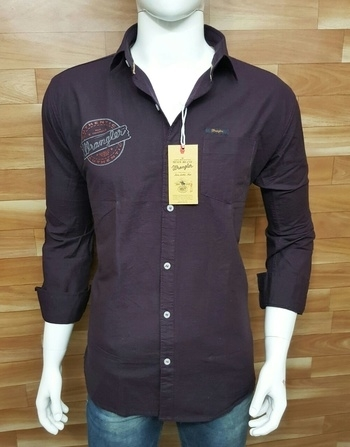 Mr Brand: *Wrangler Print Plain* *[HQ]* Fabrics: Heavy Birds Eye Colors: 05 Sizes: M L XL *Price: 870/- Only* 🛡 *Silicon Softener Washed🏮* Branded Print  *Soo Soft Fabrics..* Cool Colors  Branded Accessories, Wash Care  Label, Patches Etc...  🛩All India Delivery..... Contact 9559147657